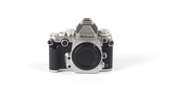 Nikon DF Silver // 16MP // FF